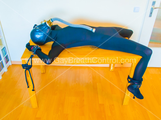 EmoBCSMSlave in his Zentai Table Bound and Gasmasked