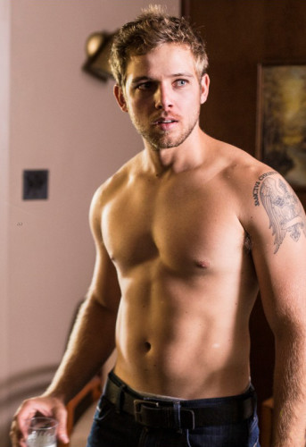Happy-26th-Birthday-Max-Thieriot-141014-06