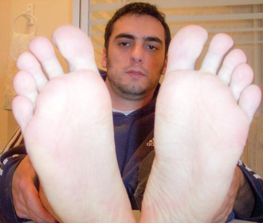 smelly feet 0