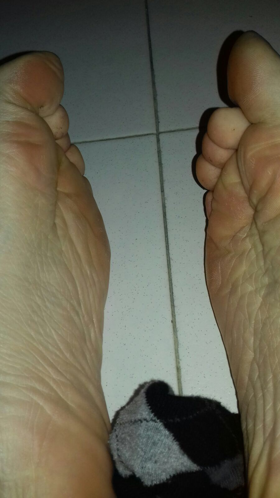 Fratboyfeet has fantasies, shows his feet