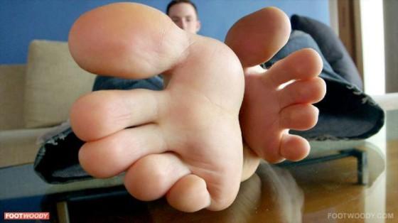 Tongue those toes