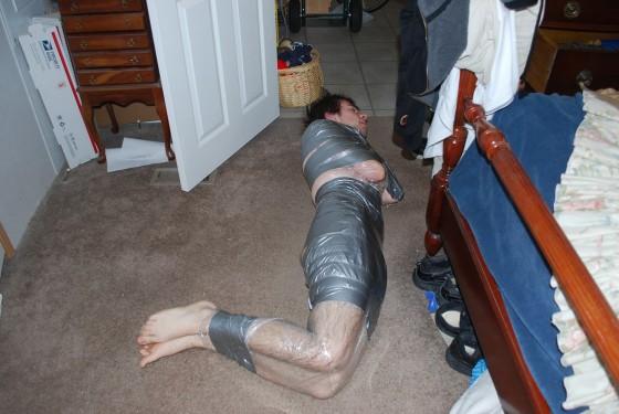Thief gets mummifed